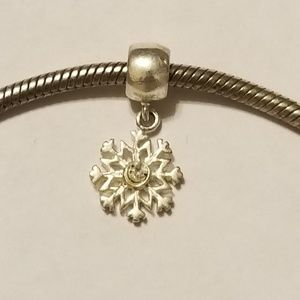 Jewelry - 🇺🇸Sterling silver snow flake charm